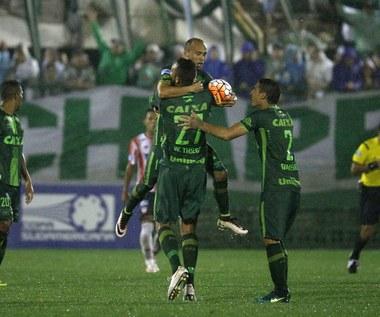 Piłkarski świat pogrążony w smutku po tragedii Chapeconese w Kolumbii