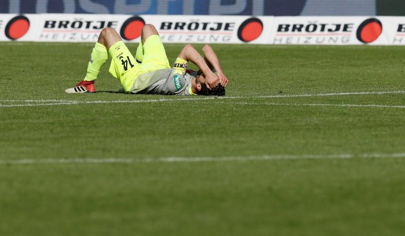 Piłkarz 1.FC Koeln Jonas Hector rozpacza po porażce /PAP/EPA