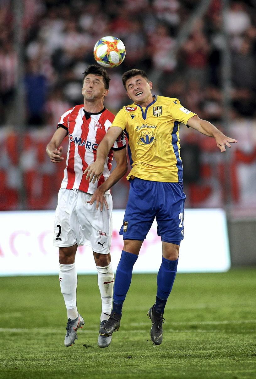 Piłkarz Cracovii Cornel Rapa (z lewej) i Mirko Divković z FC DAC 1904 Dunajska Streda /Łukasz Gagulski /PAP