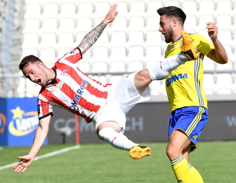 Piłkarz Cracovii Diego Ferraresso (z lewej) / Jacek Bednarczyk    /PAP