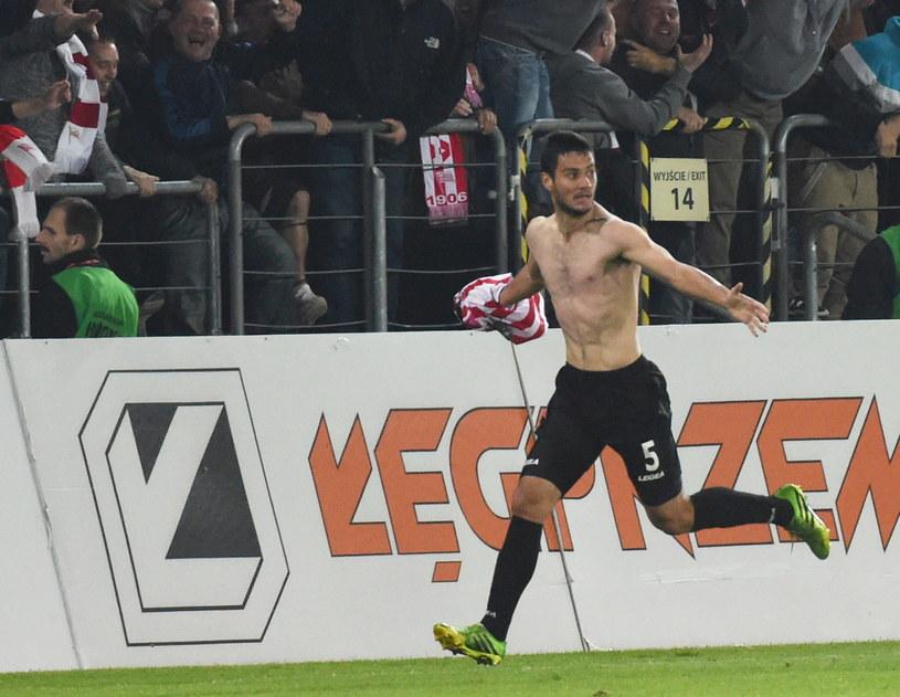 Piłkarz Cracovii Miroslav Czovilo fetuje strzelenie gola Wiśle w meczu derbowym /Jacek Bednarczyk /PAP