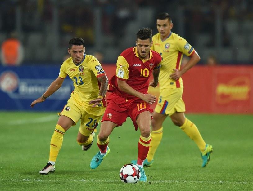 Piłkarz Czarnogóry (na pierwszym planie) /AFP