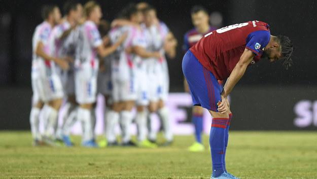 Piłkarz FC Basel po przegranym meczu z LASK Linz /ANDREAS SCHAAD /PAP/EPA