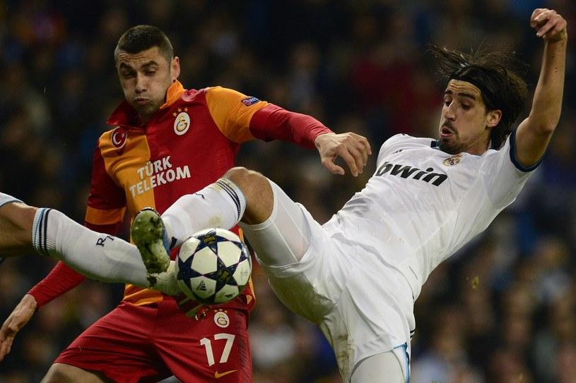 Piłkarz Galatasaray Stambuł Burak Yilmaz (z lewej) /AFP