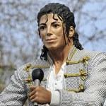 Piłkarz kpi z pomnika Michaela Jacksona