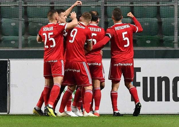 Piłkarz Piasta Gliwice cieszą się z gola Gerarda Badii podczas meczu grupy mistrzowskiej Ekstraklasy z Legią Warszawa /Piotr Nowak /PAP