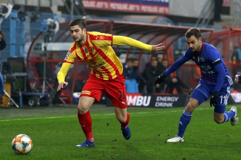 Piłkarz Piasta Gliwice Jorge Felix (P) i Wato Arweładze (L) z Korony Kielce /Marek Zimny /PAP