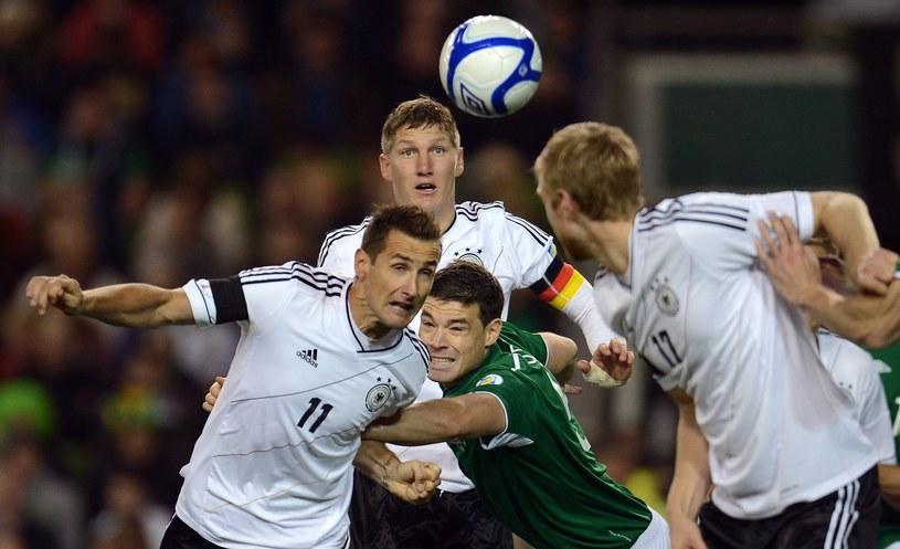 Piłkarz reprezentacji Niemiec Miroslav Klose (z lewej) /AFP