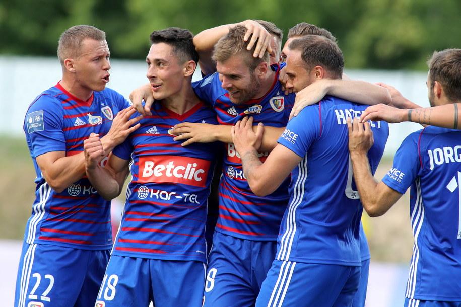 Piłkarza Piasta Gliwice cieszą się z gola podczas meczu Ekstraklasy /Roman Zawistowski /PAP