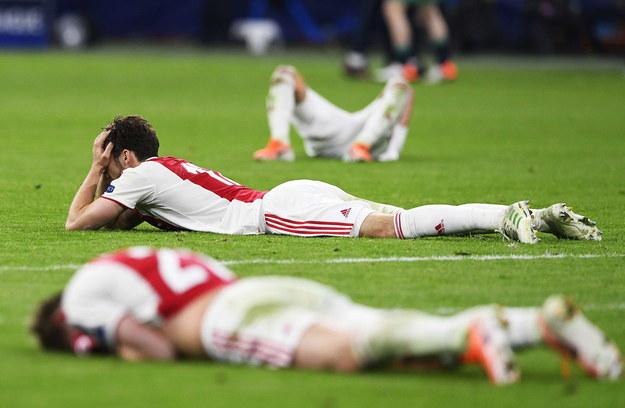 Piłkarze Ajaxu Amsterdam tuż po porażce z Tottenhamem w półfinale LM /Olaf Kraak /PAP/EPA