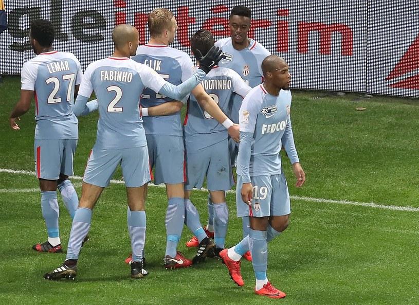Piłkarze AS Monaco cieszą się z gola w meczu z OGC Nice /AFP