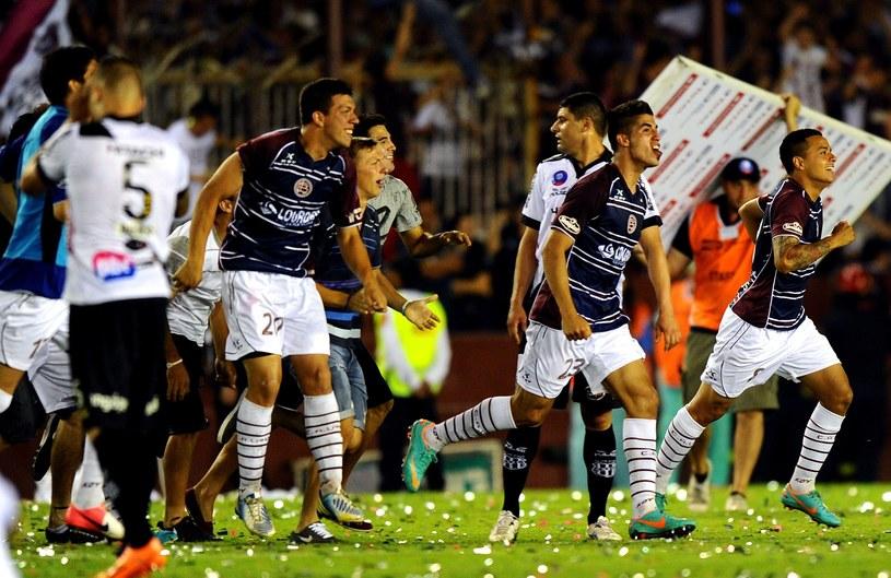 Piłkarze Atletico Lanus cieszą się ze zwycięstwa /AFP
