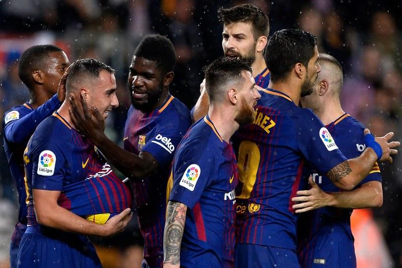 Piłkarze Barcelony cieszą się po bramce Paco Alcacera /AFP