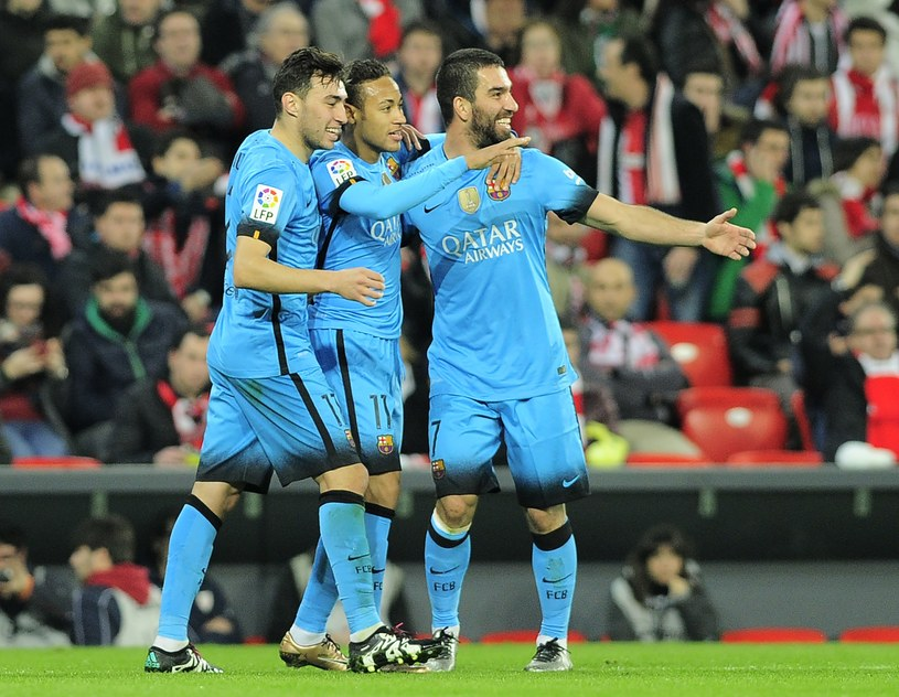 Piłkarze Barcelony cieszą się z gola w meczu z Athletic Bilbao /AFP