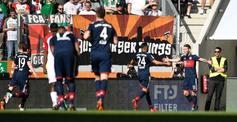 Piłkarze Bayernu cieszą się z drugiego gola /PAP/EPA