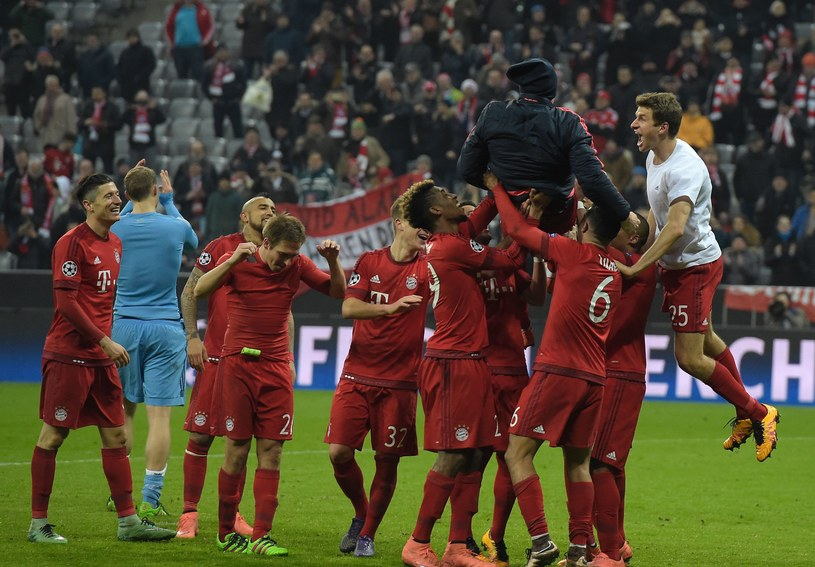Piłkarze Bayernu fetują zwycięstwo nad Juventusem /AFP