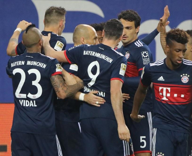 Piłkarze Bayernu Monachium cieszą się z gola /PAP/EPA