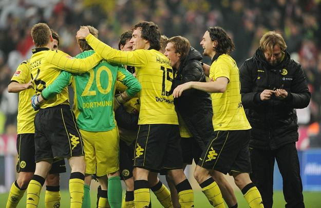Piłkarze Borussii Dortmund świętują po zwycięstwie w Monachium /AFP