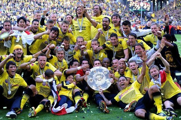 Piłkarze Borussii Dortmund z mistrzowską paterą /AFP