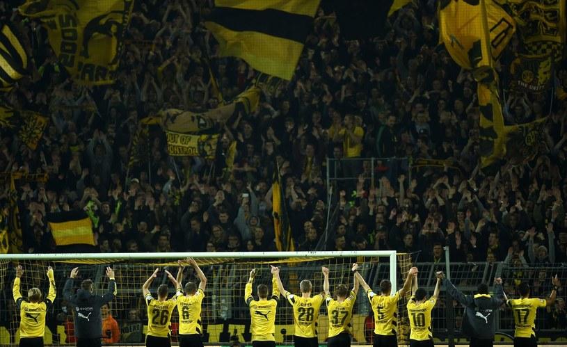 Piłkarze Borussii dziękują swoim kibicom /AFP