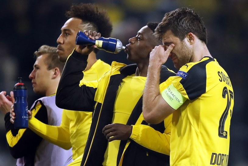 Piłkarze Borussii po meczu z Monaco. Po prawej poruszony Sokratis Papastathopoulos /Friedemann Vogel /PAP/EPA