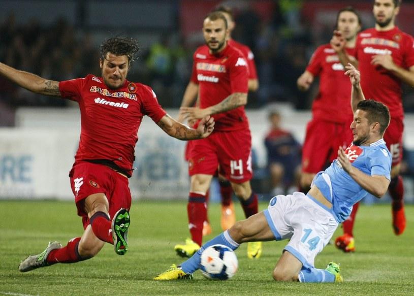 Piłkarze Cagliari (czerwone stroje) będą mieć nowych właścicieli /AFP