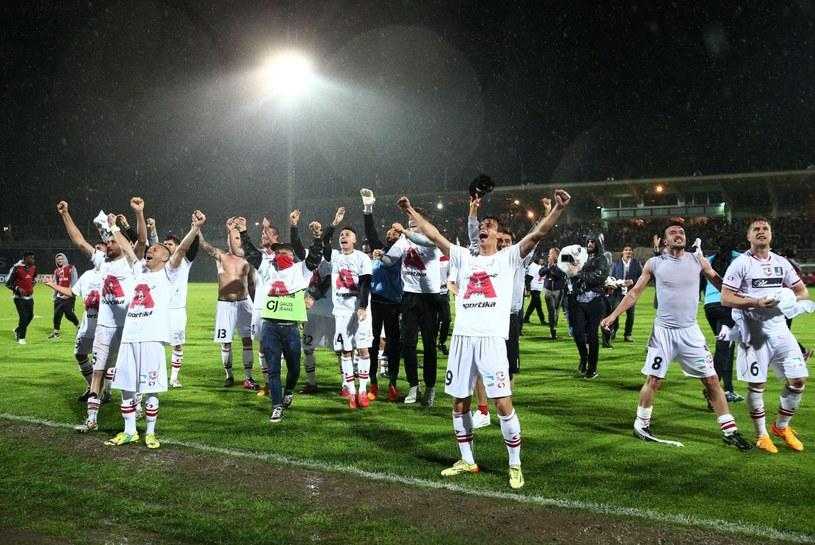 Piłkarze Carpi FC szaleją po awansie /AFP