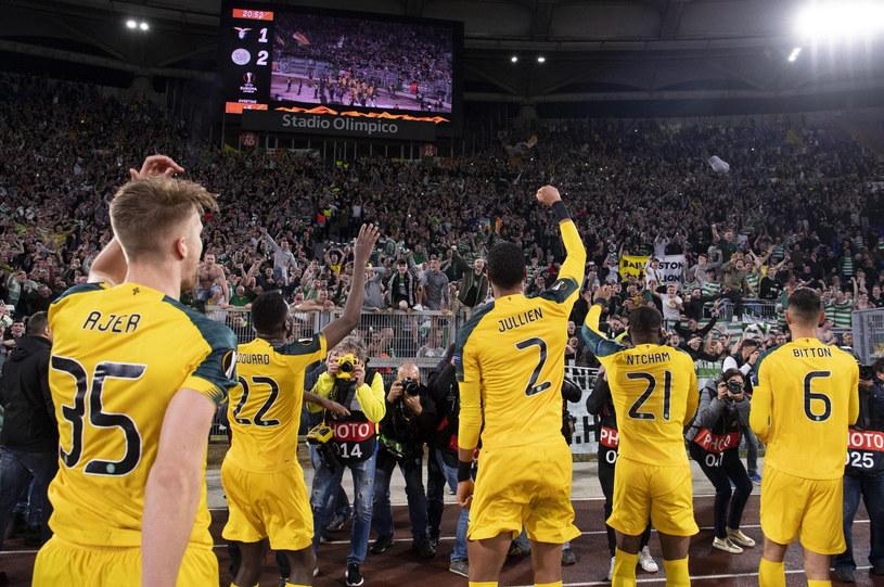 Piłkarze Celticu cieszą się z awansu /MAURIZIO BRAMBATTI /PAP/EPA