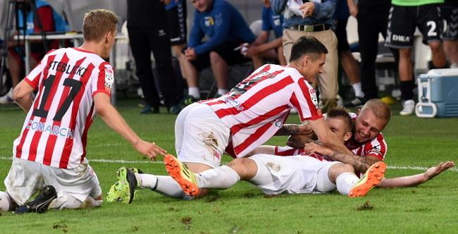 Piłkarze Cracovii cieszą się z gola /PAP/Jacek Bednarczyk /PAP