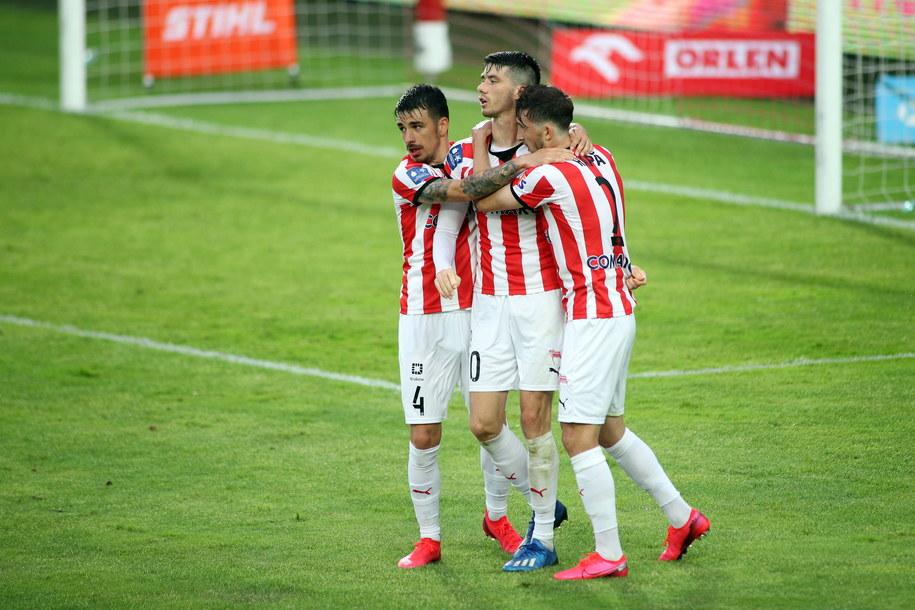 Piłkarze Cracovii (od lewej): Sergiu Hanca, Pelle van Amersfoort i Cornel Rapa //Łukasz Gągulski /PAP