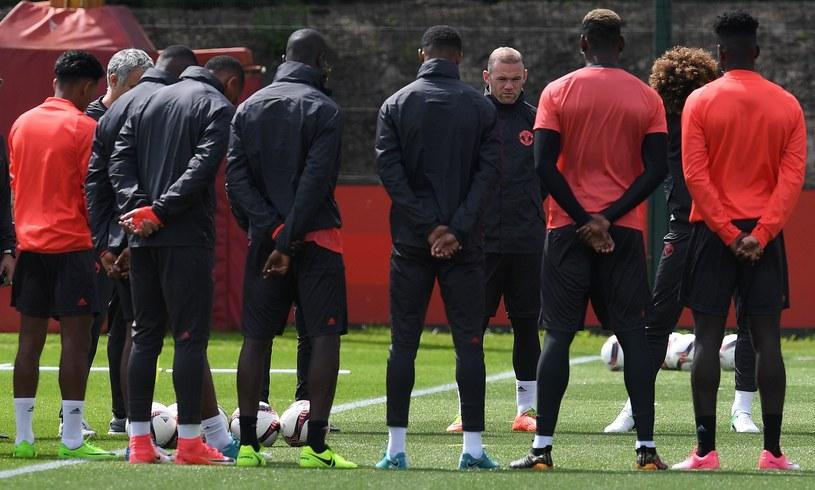 """Piłkarze """"Czerwonych Diabłów"""" uczcili minutą ciszy ofiary zamachu w Manchesterze /AFP"""
