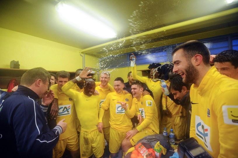 Piłkarze Epinal świętują wyeliminowanie Olympique Lyon /AFP