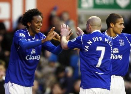 Piłkarze Evertonu wierzą w zwycięstwo /AFP