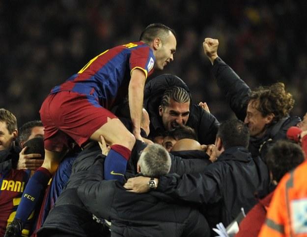 Piłkarze FC Barcelona stworzyli w poniedziałek wielkie widowisko /AFP