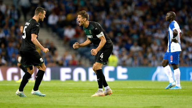 Piłkarze FK Krasnodar cieszą się z wyeliminowania FC Porto /FERNANDO VELUDO /PAP/EPA