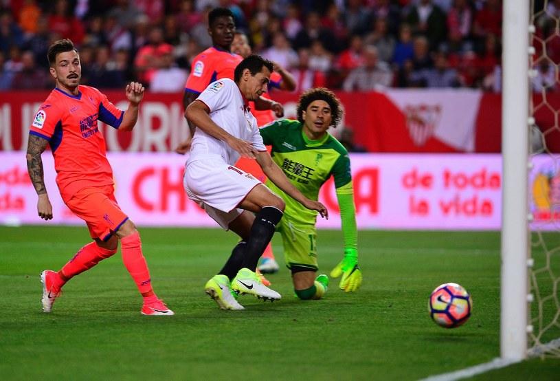 Piłkarze Granady podczas meczu z Sevillą /AFP