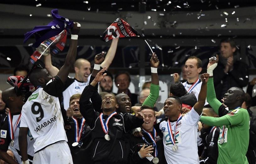 Piłkarze Guingamp cieszą się po zdobyciu Pucharu Francji /AFP