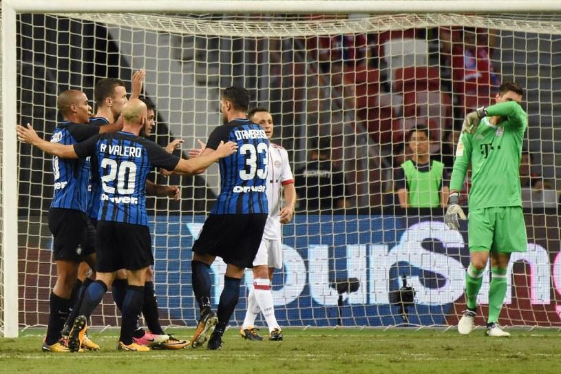 Piłkarze Interu celebrują zdobytą bramkę /ROSLAN RAHMAN /AFP