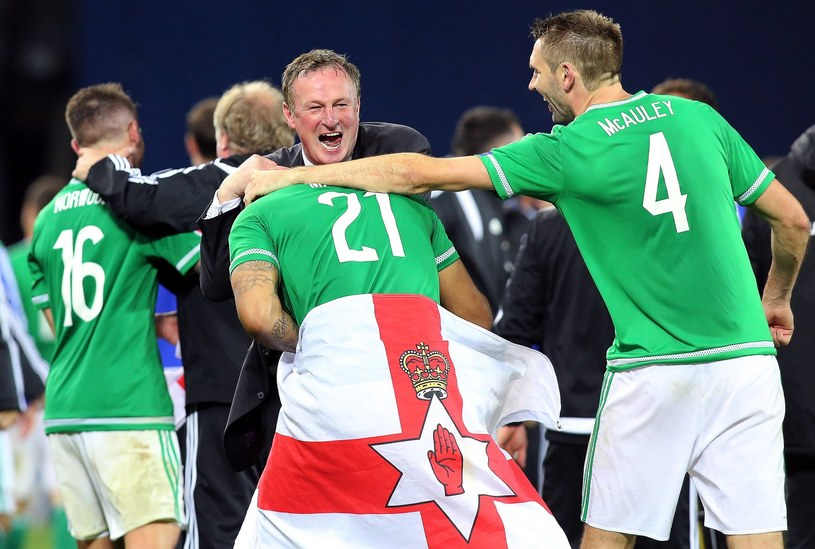 Piłkarze Irlandii Północnej fetują awans na Euro 2016 /AFP