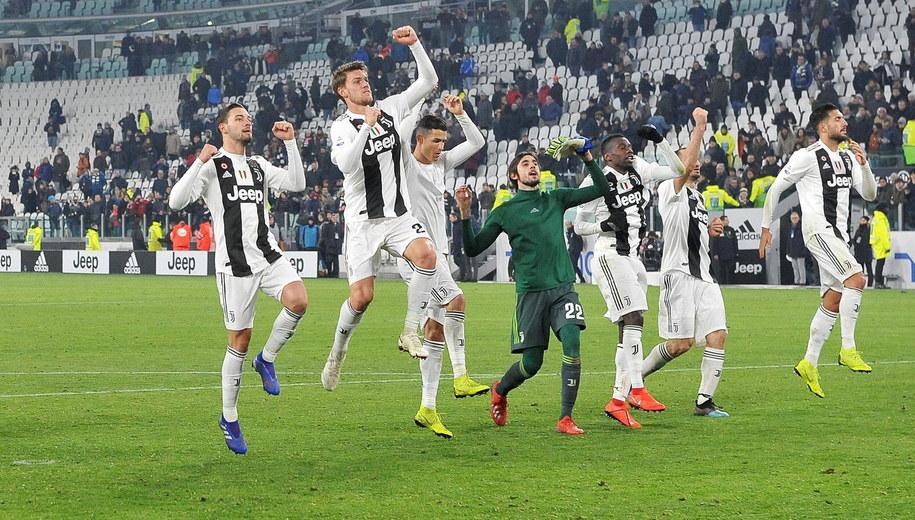 Piłkarze Juventusu po zwycięstwie /ALESSANDRO DI MARCO  /PAP/EPA