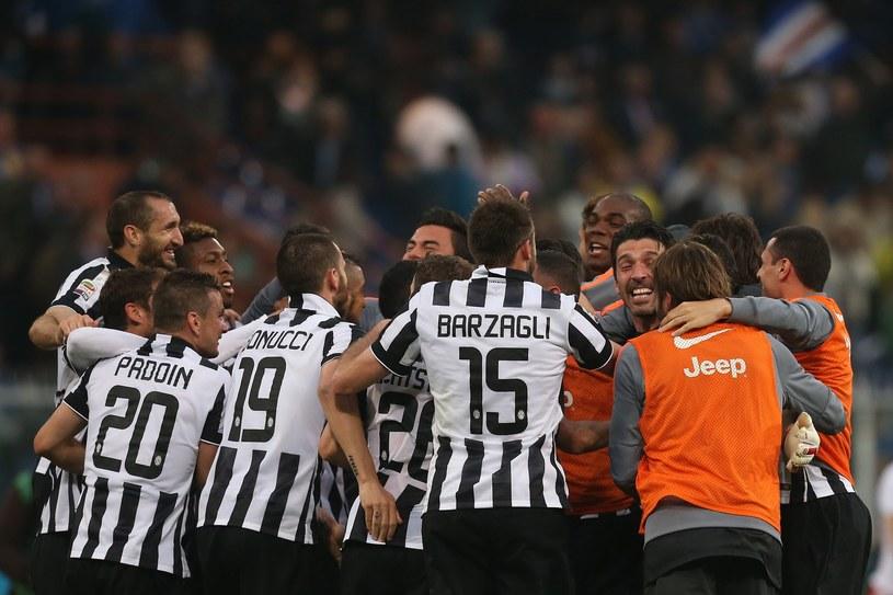 """Piłkarze Juventusu są, zdaniem naszego rozmówcy, murowanym faworytem do mistrzostwa Włoch. Tak """"Stara Dama"""" świętowała po zdobyciu ostatniego scudetto. /AFP"""