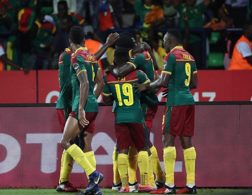 Piłkarze Kamerunu cieszący się po zdobyciu bramki w meczu z Ghaną /PAP/EPA