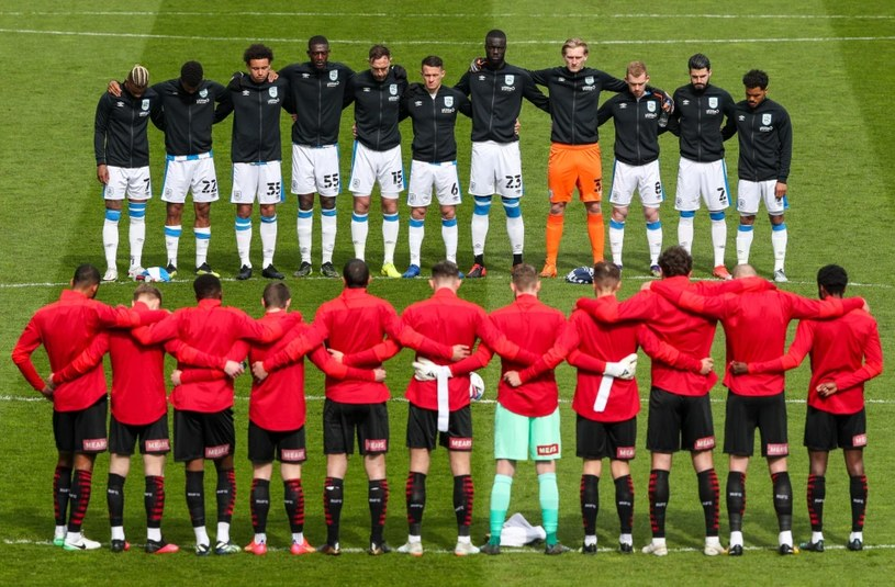 Piłkarze klubów Premier League składają hołd księciu Filipowi /Getty Images /Getty Images