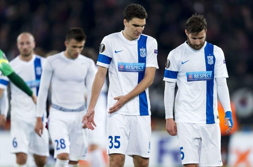 Piłkarze Lecha Poznań nie mają ostatnio wesołych min /AFP