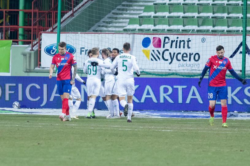 Piłkarze Lechii Gdańsk (na biało) /Adrian Mielczarski /Reporter