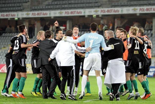 Piłkarze Lechii odtańczyli w Kielcach taniec radości. Przegrywali 0-2, ale udało im się wygrać 3-2 /PAP