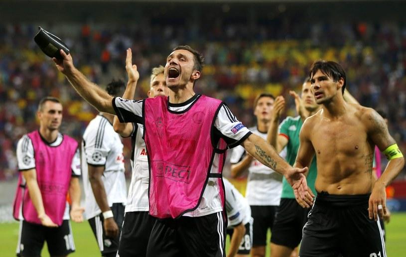 Piłkarze Legii cieszą się z remisu w Bukareszcie /PAP/EPA