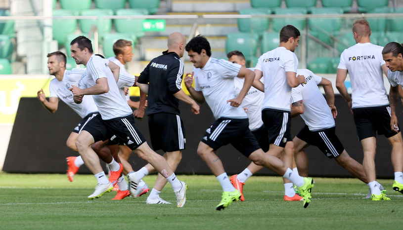Piłkarze Legii podczas środowego treningu przed meczem /Leszek Szymański /PAP
