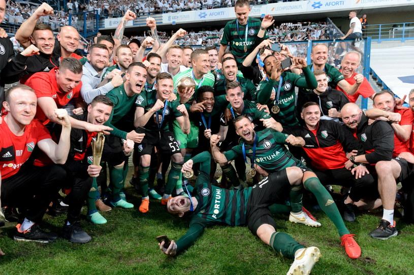 Piłkarze Legii świętują tytuł mistrzowski /Jakub Kaczmarczyk /PAP
