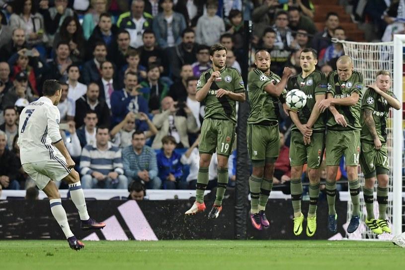 Piłkarze Legii w murze podczas meczu z Realem Madryt na Estadio Santiago Bernabeu /AFP